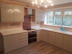 caernarfon kitchen fitters